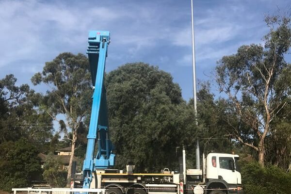 boom type elevating work platform trailer